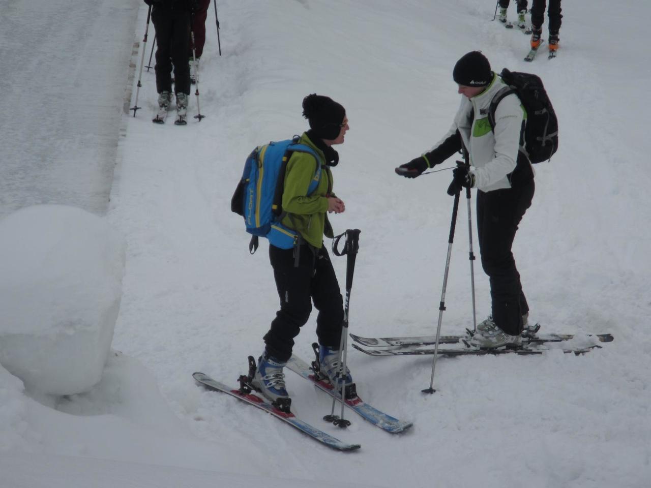 skitourenwinterladiescampkorein-lvs-gerte-check