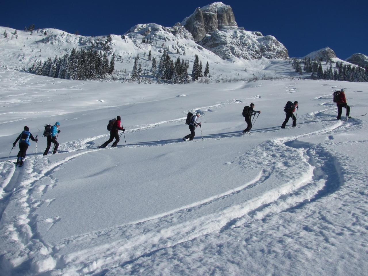 skitourskitourenwinteratladiescampaufstiegberalm