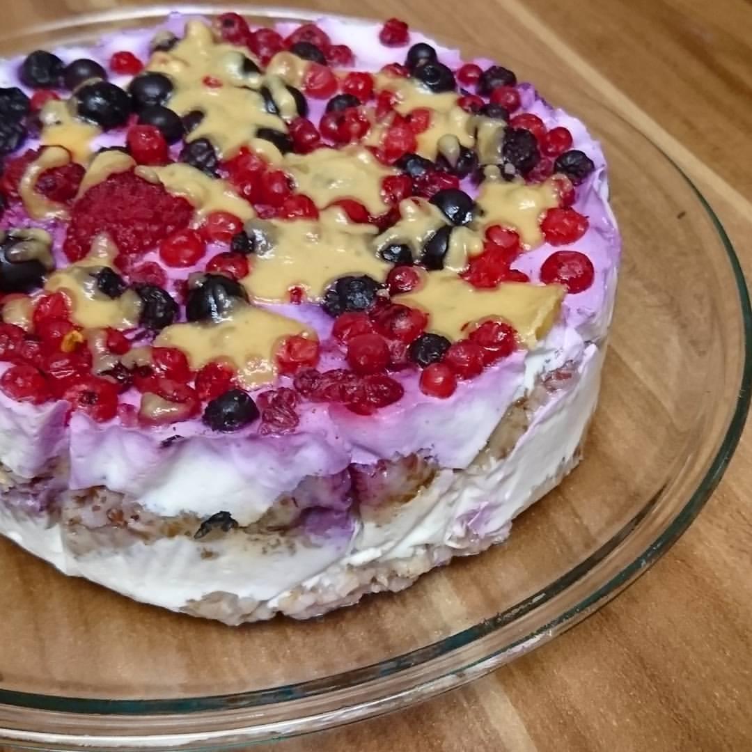 Sandy RedPearl backt eine Müsli-Torte. Meal Preparation. Kreative Fitness-Rezepte zum nachmachen.