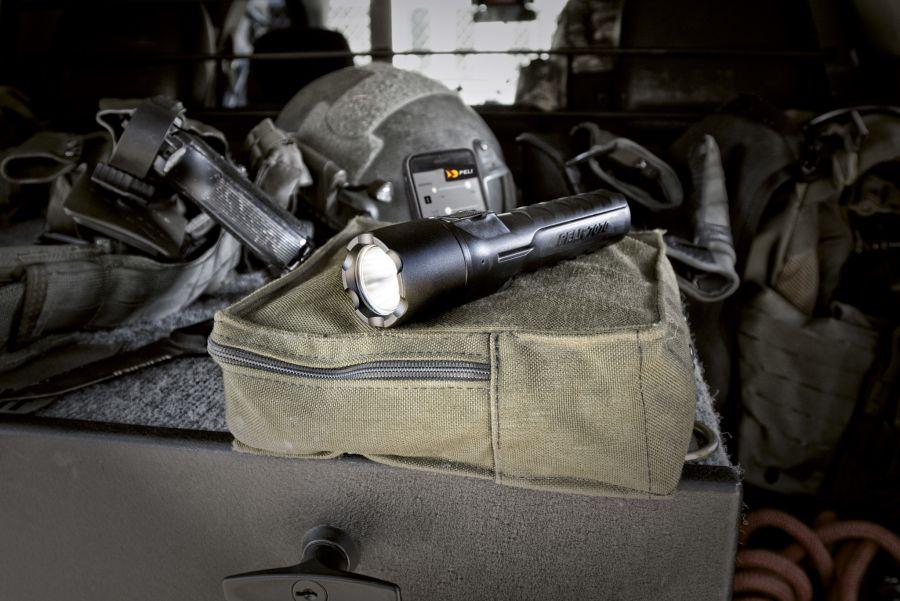 Peli Taschenlampe 7070R (c)Maria Pistachs Peli