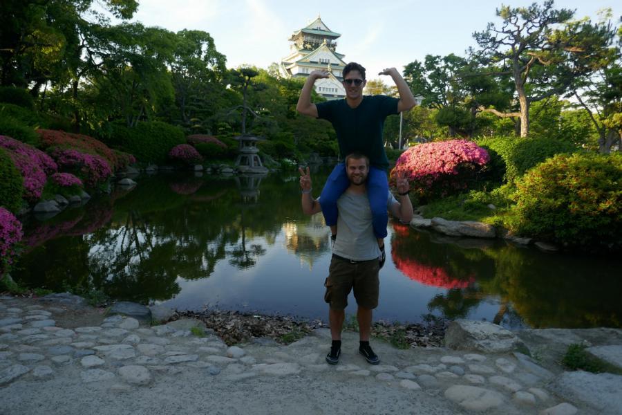 Reisetagebuch Elena und Mateo - Osaka Castle - Liam und ich
