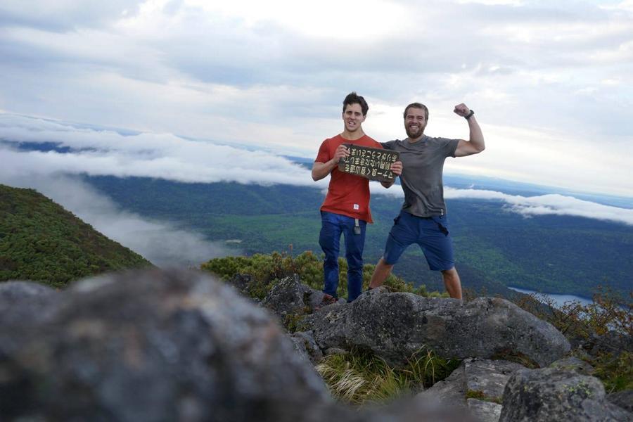 Reisetagebuch Elena und Mateo - Berg Oakan-Gipfel