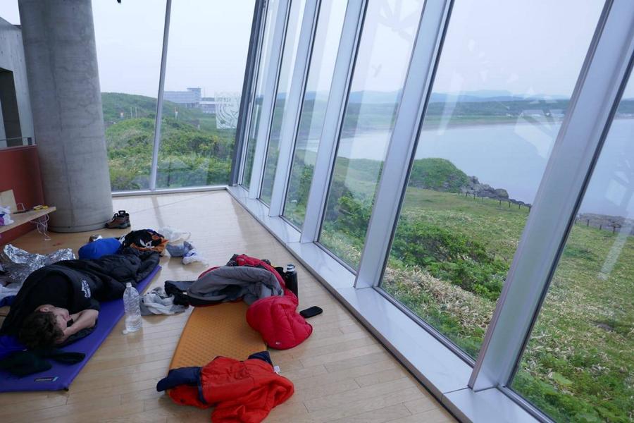 """Reisetagebuch Elena und Mateo - Ochotskisches Meer - Cape Hindo - Übernachtung im """"luxuriösen"""" (und v.a. trockenen) Aussichtspunkt"""