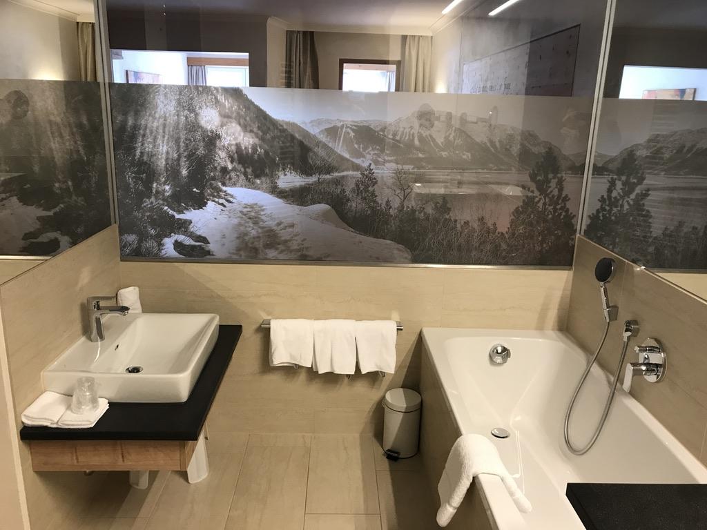 Kinderhotel Buchau Badezimmer mit Kinderwaschbecken