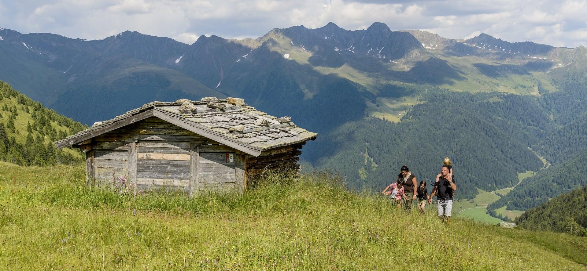 Familienwanderung in den Dolomiten (c) Hotel Quelle