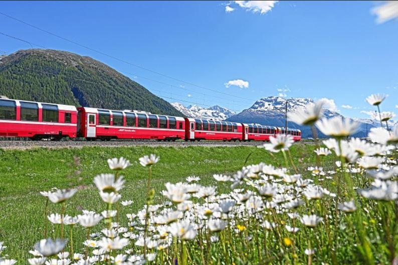 Rhätische Bahn - Bernina Express (c)Swiss Image