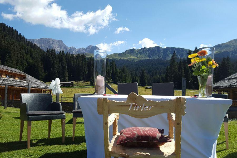 Hochzeit im Freien (c)Tirler Dolomites Living Hotel