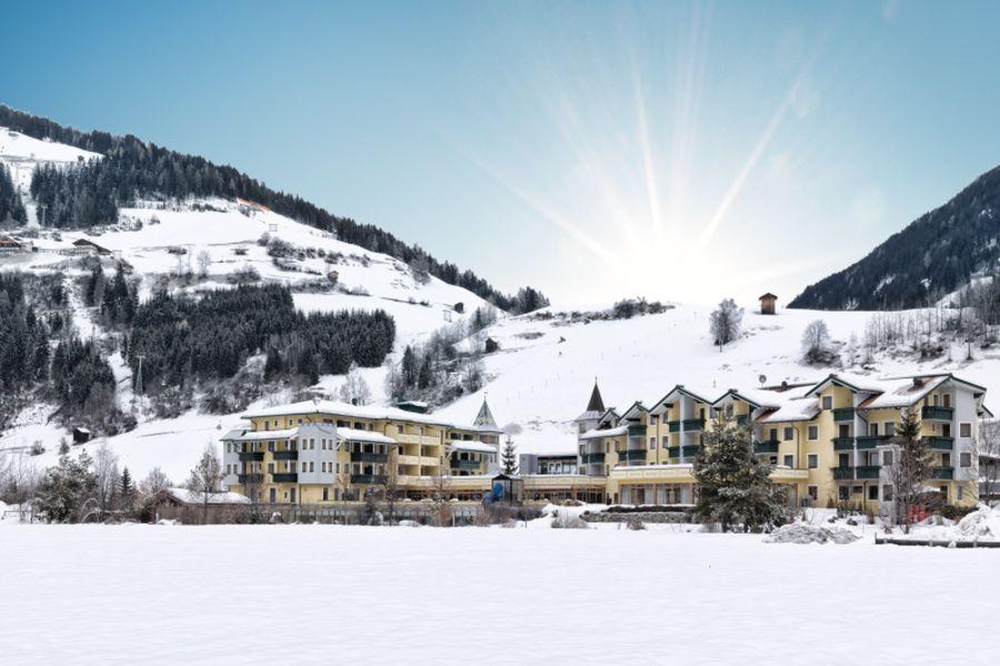 Sporthotel Sillian im Schnee (c)Schultz Gruppe