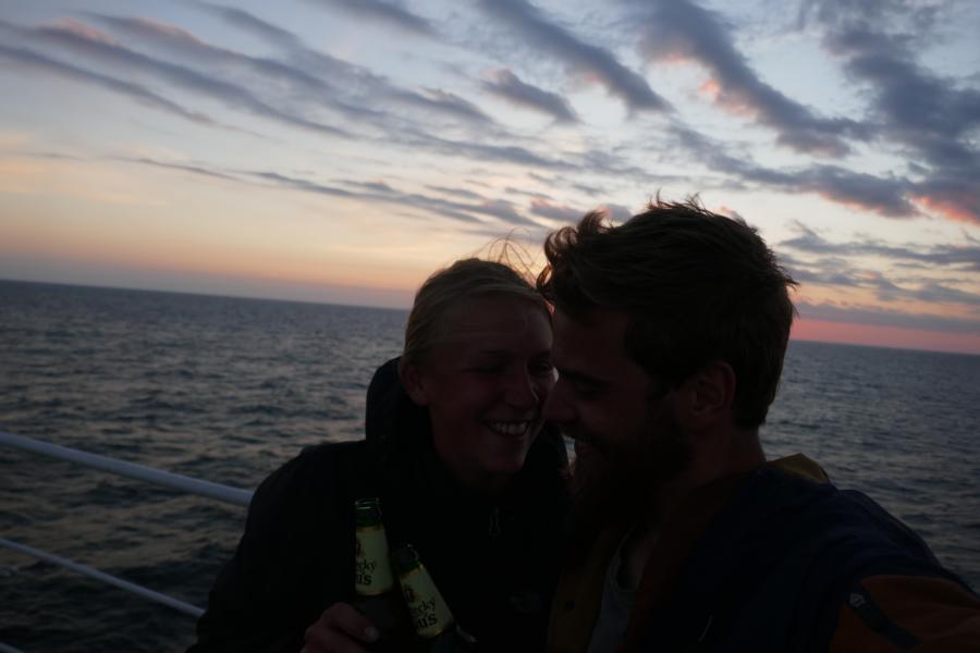 Reisetagebuch Elena und Mateo - mit der Fähre von Kasachstan nach Aserbaidschan *cheers*