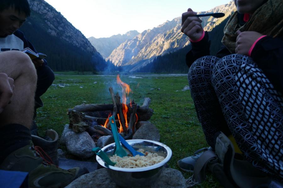 Reisetagebuch Elena und Mateo - Terskej-Alatau-Travers, 2-Minuten-Nudeln-Abendessen für 7 Monate