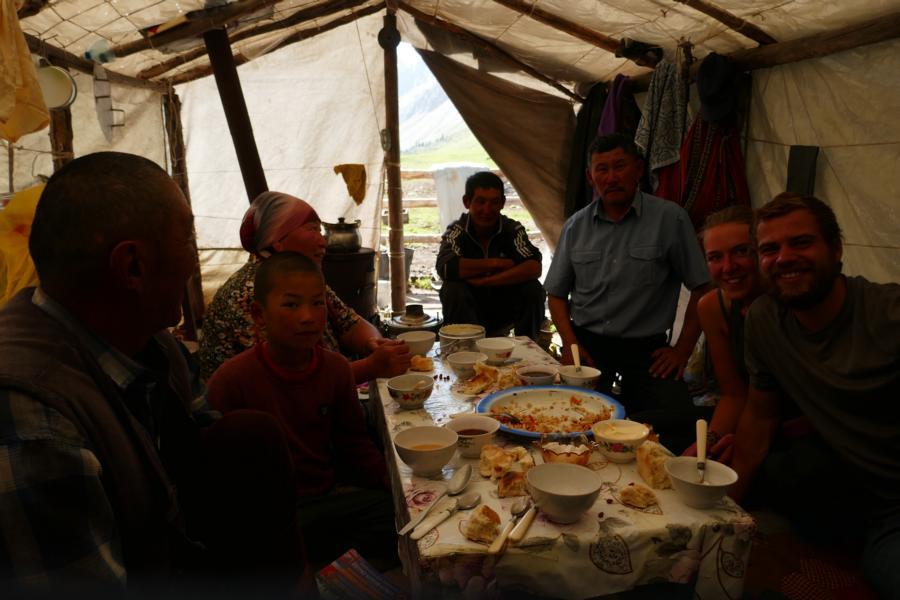 Reisetagebuch Elena und Mateo - Terskej-Alatau-Travers, eingeladen bei Nomaden