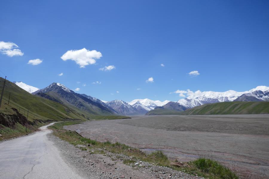 Reisetagebuch Elena und Mateo - auf dem Weg zum Grenzübergang Kirgistan - Tadschikistan auf 4282 Meter Höhe