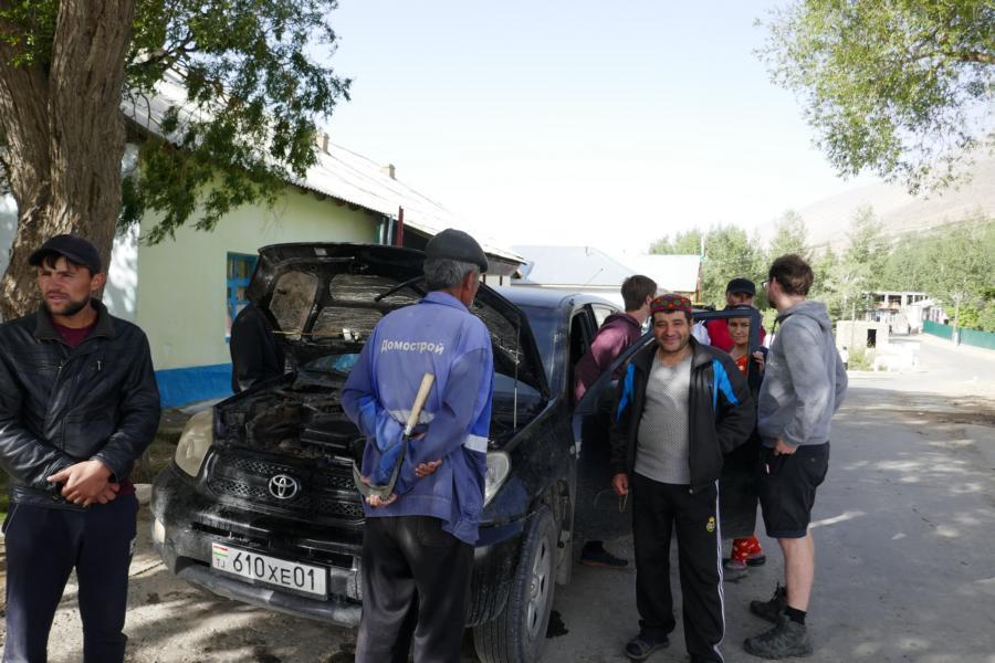 Reisetagebuch Elena und Mateo - mit der halben Dorfgemeinschaft und einem kaputten Auto in Shitkarv