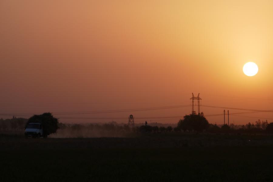 Reisetagebuch Elena und Mateo - unsere letzte Nacht in Tadschikistan, toller Sonnenuntergang an der usbekischen Grenze