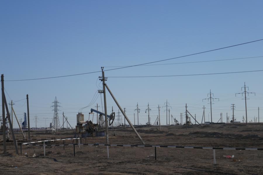 Reisetagebuch Elena und Mateo - Öl-Pumpstation, Kasachstan