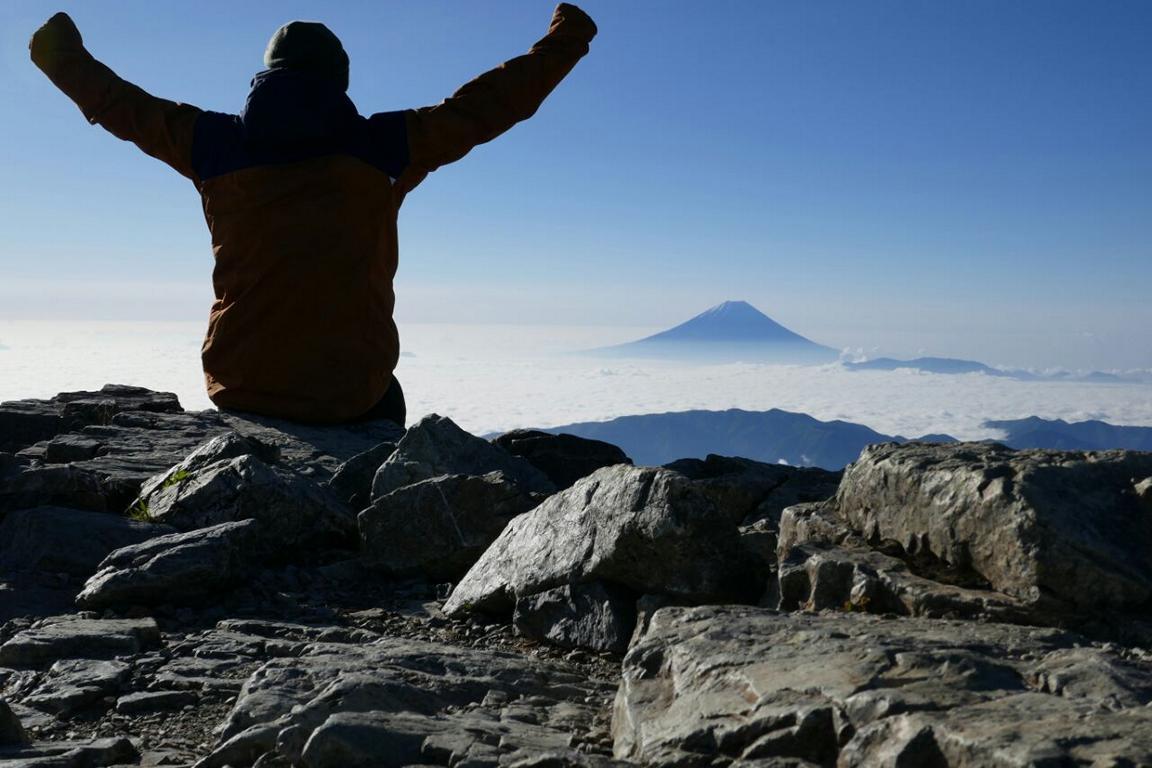 Paramo Enduro Jacket - früh morgens auf dem Gipfel des Mount Kitadake, dem zweithöchsten Berg Japans (3193m), mit Blick auf Mount Fuji (Japan)