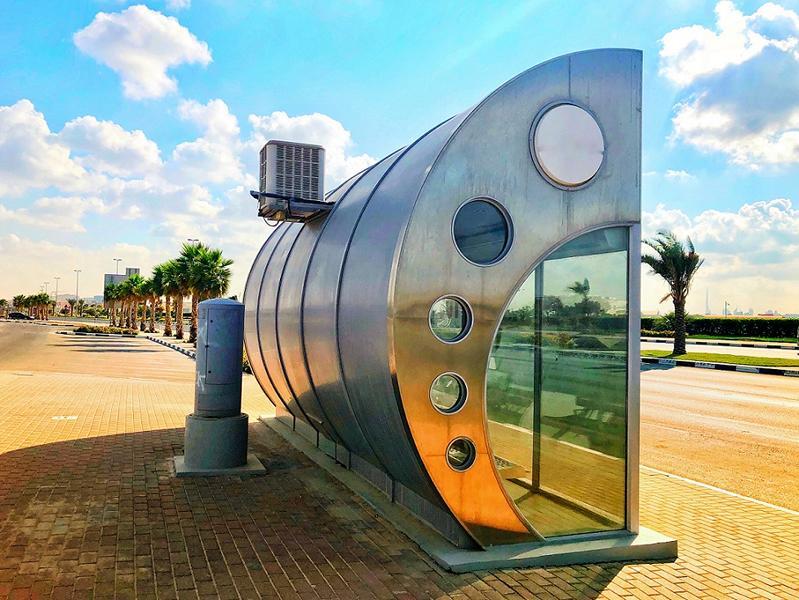 Air conditioned Bus Stop in Dubai (c) Shutterstock