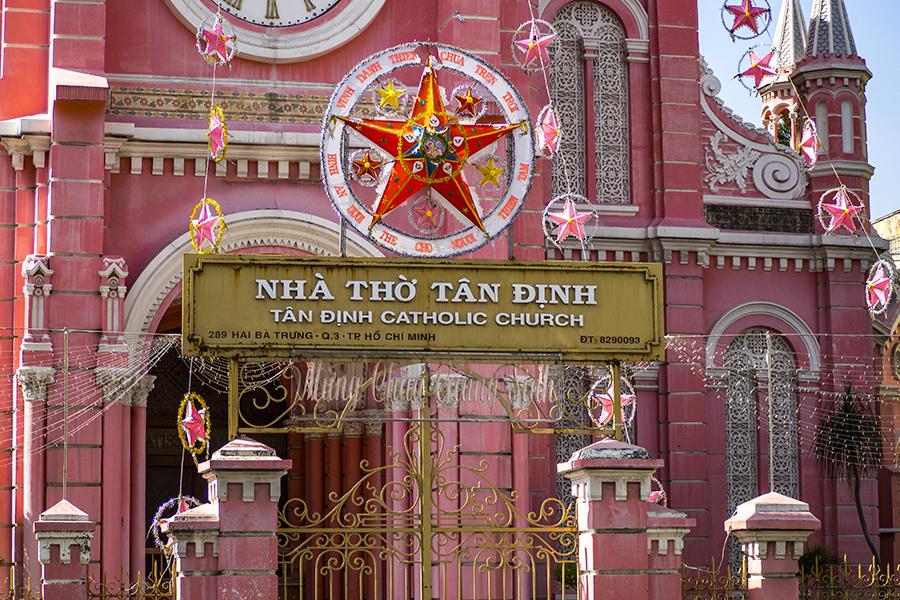Vietnam - Pink-Church-Saigon (c)Annika und Timo
