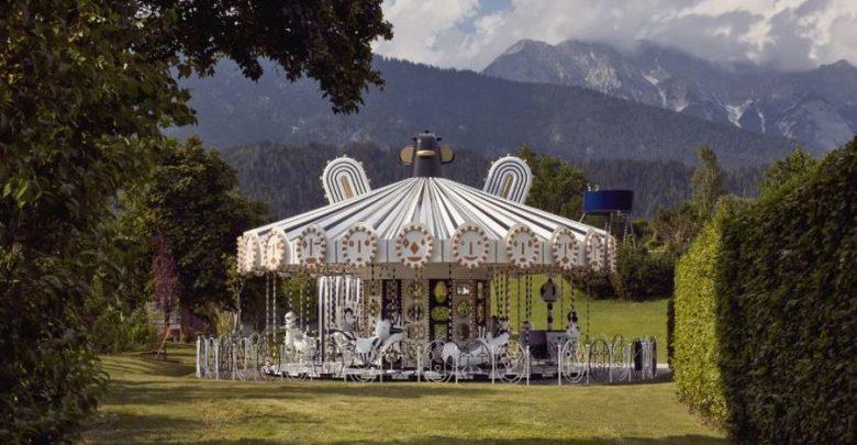 Photo of Glitzernde Karussellfahrt – 15 Millionen Swarovski Kristalle