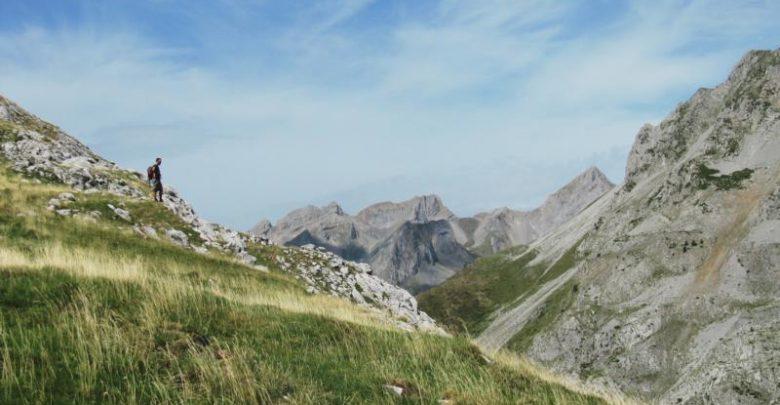 Hechotal In einer der letzten ursprünglichen Hochgebirgslandschaften Europas furcht sich das Tal in die Zentralpyrenäen (c) Natours Reisen
