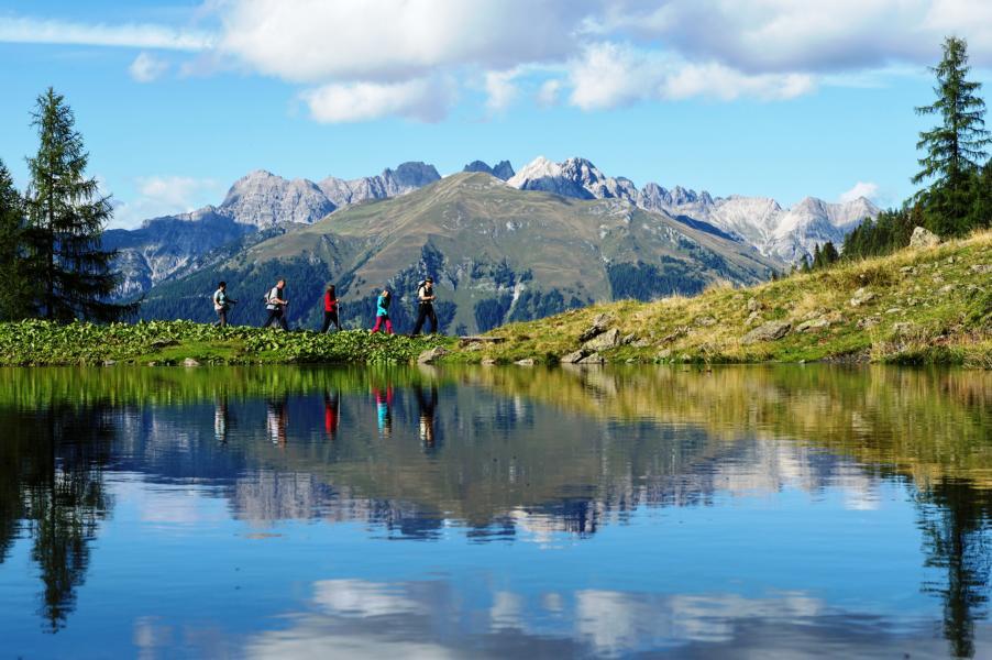 esachtal-Schroffe-Gipfel-und-der-idyllische-Wolayersee-prägen-das-Tal-in-Kärnten-©-Daniel-ZUPANC_TVB-Lesachtal