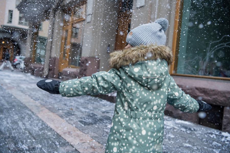 Schneeanzug mit reflektierenden Details (c) Reima
