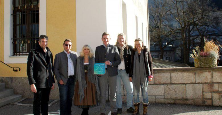 Holiday Check Award 2020 - Gratulation im Rathaus Berchtesgaden (v.l. nach rechts: Michael Wendl, Stefan Zapletal, Andrea Angerer, Franz Rasp, Peter Juhre, Petra Sobinger