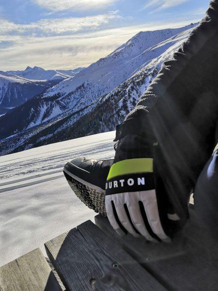 Burton Backtrack Handschuh - Mittagspause im Parsenn Skigebiet