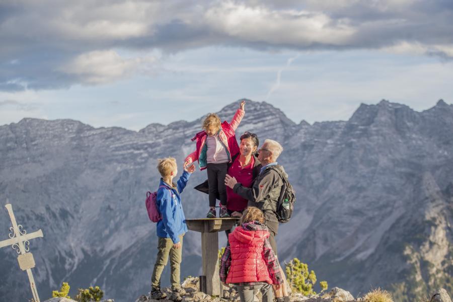 © defrancesco - Wandern auf der Steinplatte im PillerseeTal