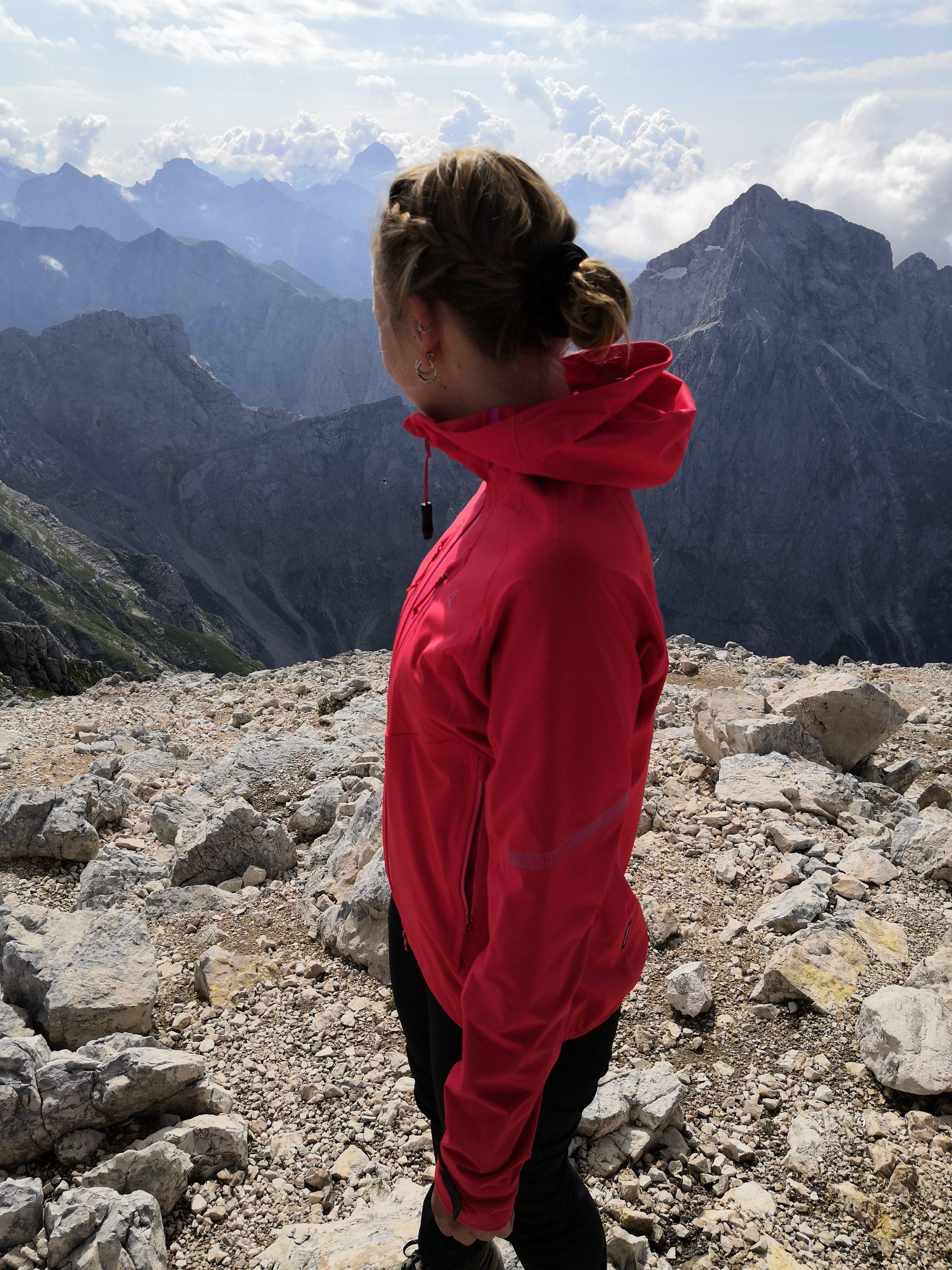 Auf dem Gipfel des Mangarts, Slowenien
