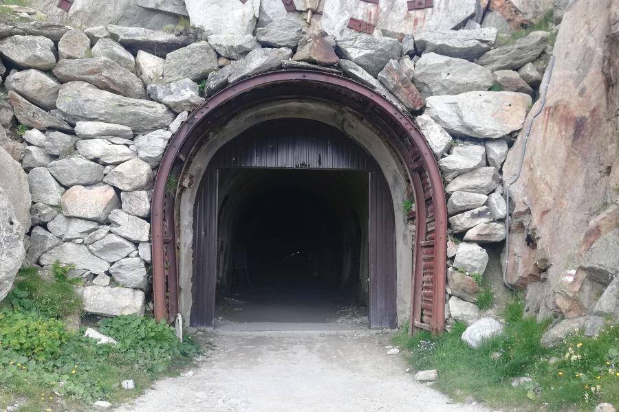 (c)be-outdoor.de - Wandern auf der Fiescheralp - Tälligrattunnel