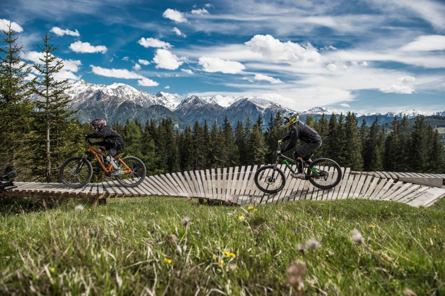 (c)Serfaus-Fiss-Ladis Marketing GmbH, Franz Oss_SFL_Bikepark Biker on Tour