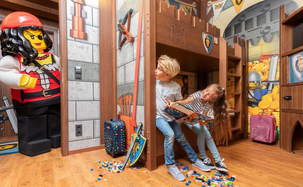 (c)LEGOLAND Feriendorf Ritterburg Kinderzimmer